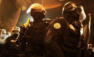 De nouvelles échauffourées ont eu lieu dans la nuit de jeudi à vendredi entre les forces de l'ordre et de jeunes habitants de Massy (Essonne), après la mort mercredi d'un jeune homme qui roulait sans casque à bord d'une moto volée