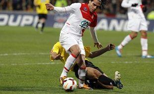 Radamel Falcao s'est blessé au genou gauche après un contact avec le défenseur de Chasselay Soner Ertek.
