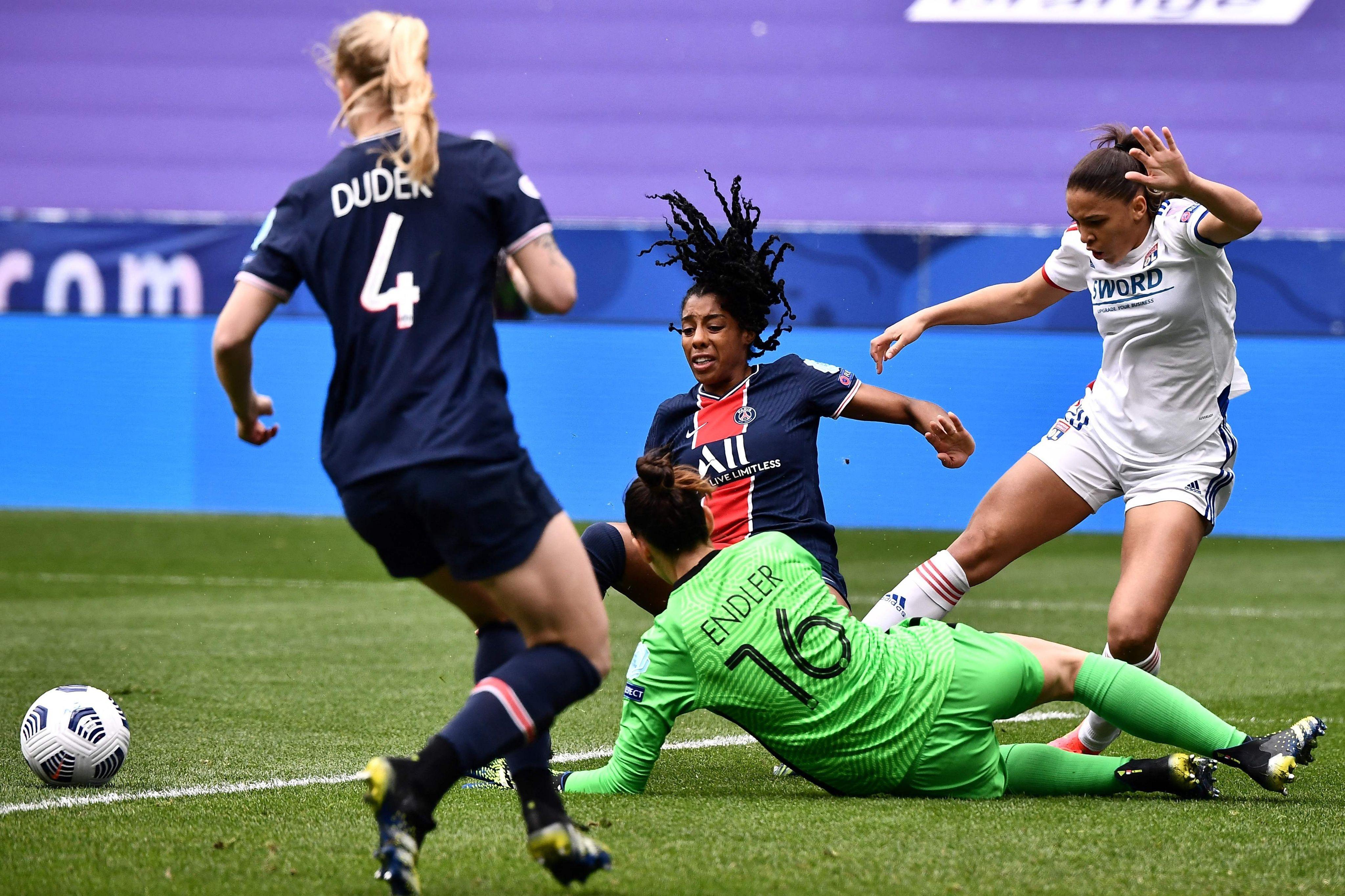 A la suite de ce duel entre Delphine Cascarino et Ashley Lawrence, Catarina Macario a ouvert le score ce dimanche. JEFF PACHOUD