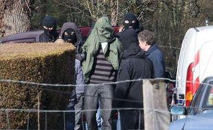 Arrestation d'un etarra par les membres du Raid, à Cahan, en Bretagne, le 28 février 2010.