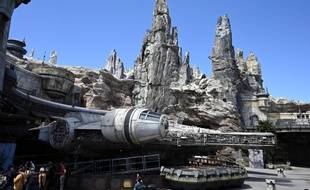 «Star Wars: Galaxy's Edge» propose pour l'instant une attraction majeure, intitulée «Millennium Falcon: Smugglers Run», qui permet de prendre les commandes du célèbre vaisseau spatial de Han Solo.