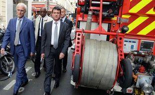 Manuel Valls arrive sur les lieux de l'explosion rue d'Enghien, le 27 septembre 2012.