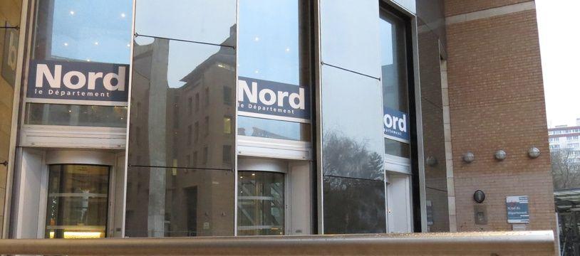 Entrée de l'hôtel du Département, à Lille siège du conseil départemental du Nord.