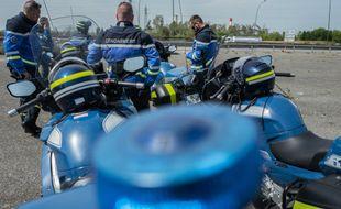 Des motards de la gendarmerie avaient pris en chasse le véhicule sur l'autoroute (illustration).