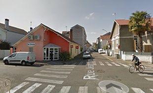 Les façades et les voitures de la rue Jean-Jaurès à Pau ont été recouvertes de croix gammées dans la nuit de vendredi à samedi.