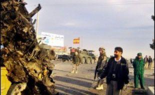 Dix soldats et deux civils ont été blessés mardi lors d'un attentat suicide visant un autobus de l'armée afghane à Herat, dans l'ouest de l'Afghanistan.