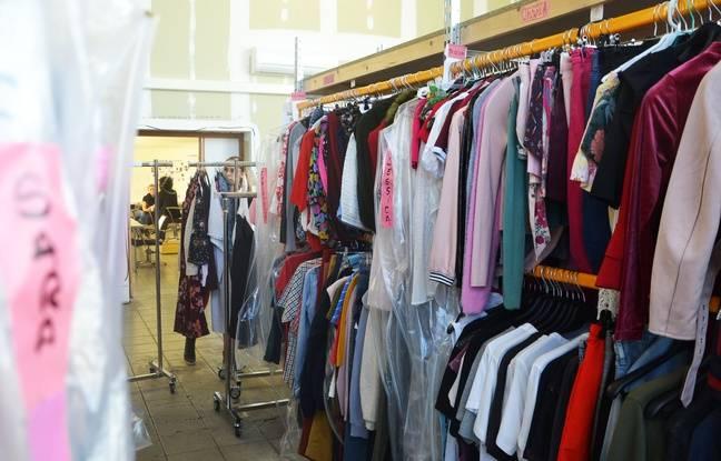 Des centaines de costumes sont chouchoutés en attendant d'être utilisés.