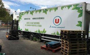 Le premier camion roulant au gaz a livré le Super U de la rue de Brest à Rennes ce jeudi.