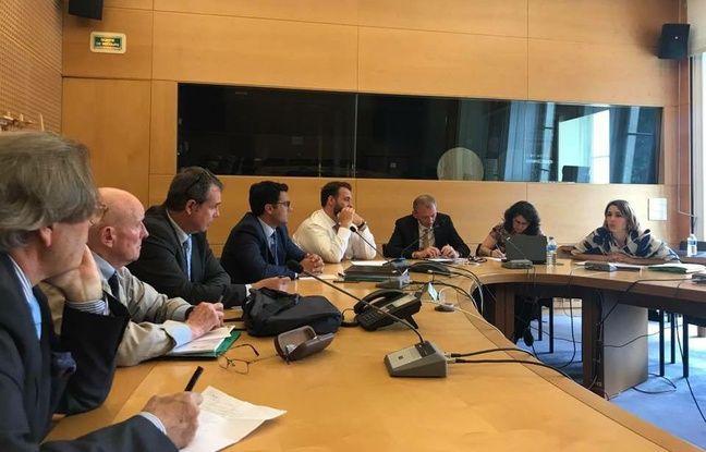 Rencontre des copropriétaires du Signal et du député Benoit Simian au ministère de la Transition écologique sur la question de l'immeuble Le Signal, à Soulac