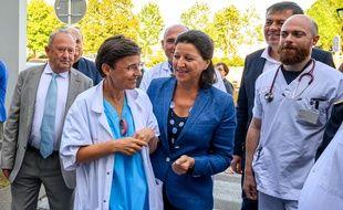 Agnes Buzyn, ministre des Solidarites et de la Sante visite au CHU de Poitiers et annonce de nouvelles mesures pour les urgences.