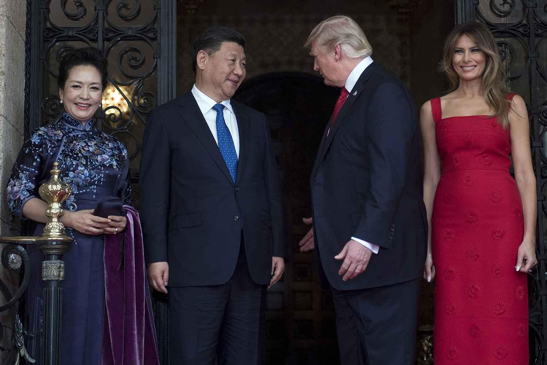 Le président chinois Xi Jinping, Donald Trump et leurs épouses en Floride, le 6 avril 2017.