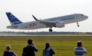 L'avionneur européen Airbus (EADS) a annoncé mercredi avoir finalisé avec la compagnie libanaise Middle East airlines (MEA) un contrat portant sur l'achat de 10 Airbus de la famille A320neo (moyen-courriers remotorisés) d'une valeur d'un milliard de dollars au prix catalogue.