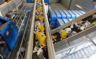 Les sacs jaunes et bleus du dispositif Tri'sac sont séparés automatiquement en usine par le lecture optique.