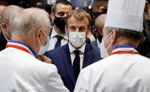 Emmanuel Macron a reçu un projectile lors d'une visite
