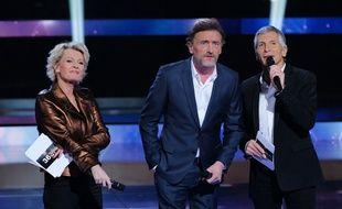 Sophie Davant, Jean-Paul Rouve et Nagui sur la scène du Telethon 2019,  le 6 décembre 2019 au Parc de la Villette à Paris.