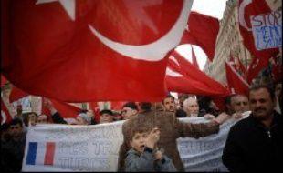 """La plus vive a éclaté le 18 mars après l'apparition de slogans négationnistes - """"Non au mémorial d'un prétendu génocide"""", """"Il n'y a jamais eu de génocide arménien"""" - lors d'une manifestation pro-turque."""
