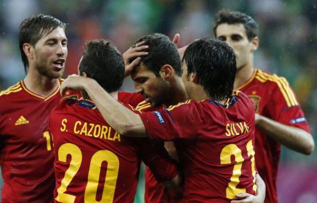 Les joueurs de l'équipe d'Espagne fêtent le but de Cesc Fabregas contre l'Irlande, le 12 juin 2012.
