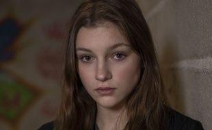 Flavie Delangle campe Lola Lecomte, l'héroïne de la saison 6 de « Skam France ».