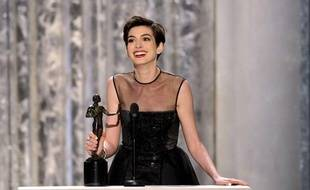 Anne Hathaway reçoit un Screen Actors Guild Award pour sa performance dans «Les Misérables», le 27 janvier 2013.