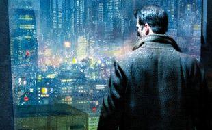 Le héros Takeshi Kovac dans le roman cyberpunk «Altered Carbon».