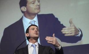 """Le ministre de l'Intérieur français Manuel Valls, arrivé samedi en début de soirée à Alger, s'est réjoui de la coopération """"excellente"""" des services algériens et français dans la lutte anti-terroriste, dans un entretien au journal francophone algérien Liberté paru samedi."""