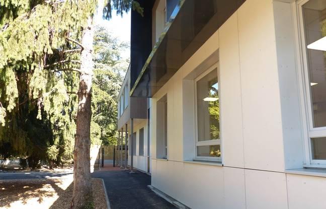des bâtiments modulaires, a accueilli ses premiers élèves dans le quartier de Vaise.