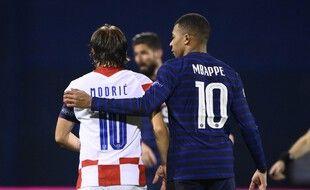 Modric et Mbappé lors du match entre la Croatie et la France le 14 octobre 2020.