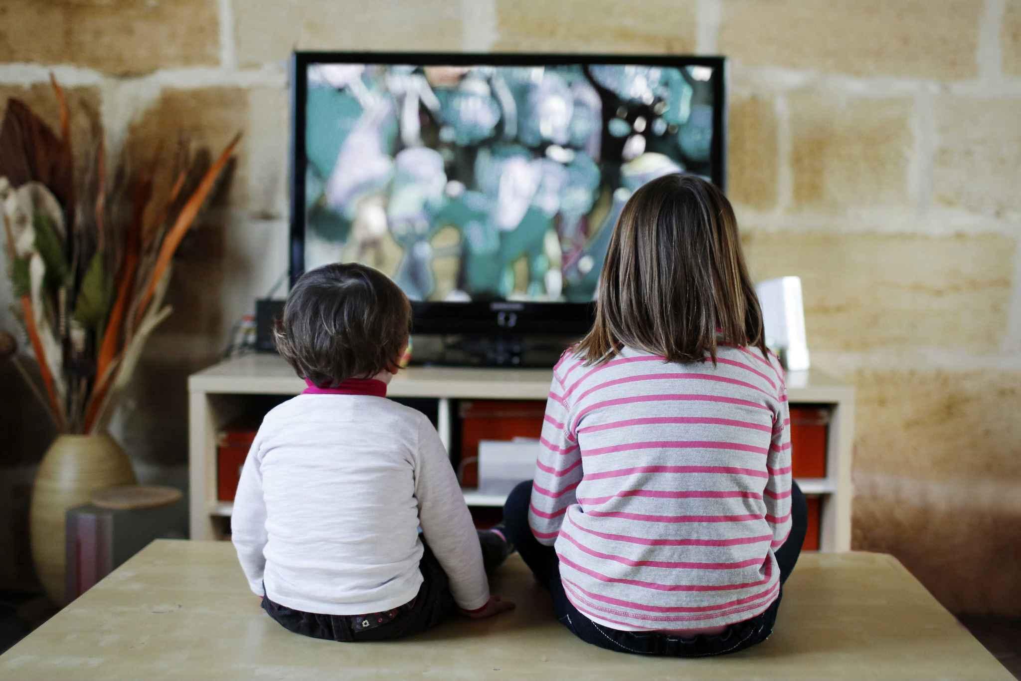 les enfants fran ais passent trois heures par jour sur les crans. Black Bedroom Furniture Sets. Home Design Ideas