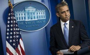 Le candidat Barack Obama s'est effacé lundi derrière un président conscient de la nécessité de donner l'image d'un dirigeant fermement aux commandes des Etats-Unis au moment où ils sont menacés par l'ouragan Sandy, huit jours avant l'élection du 6 novembre.