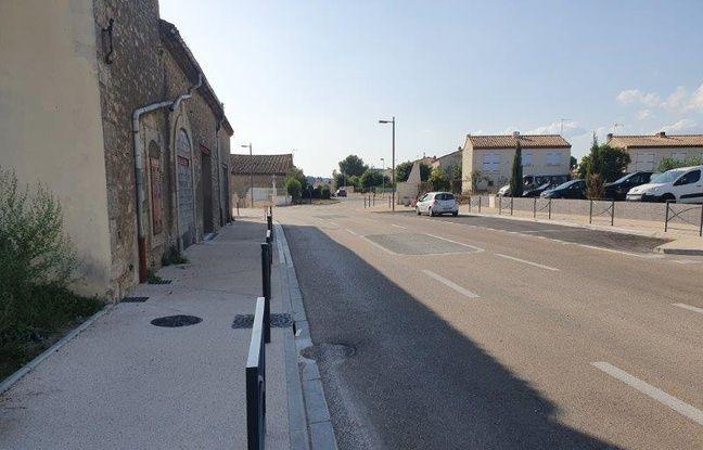 A Montady, la route ne s'éclaire que lorsqu'une voiture ou un piéton approche.
