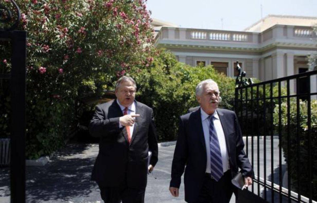 Les dirigeants des partis de la coalition gouvernementale en Grèce ont décidé lundi de poursuivre leurs discussions sur les mesures d'économies nécessaires pour débloquer un versement de 31,5 milliards d'euros dans le cadre du plan de sauvetage UE-FMI. – Angelos Tzortzinis afp.com