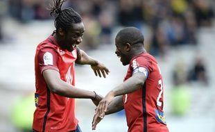 Les Lillois Eder et Mavuba ont le sourire après le succès à Nantes (0-3) AFP PHOTO / JEAN-SEBASTIEN EVRARD