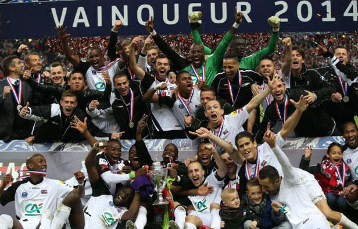 Les joueurs de l'En Avant Guingamp fêtent leur victoire en finale de Coupe de France, contre Rennes, le 03 mai 2014. – KENZO TRIBOUILLARD