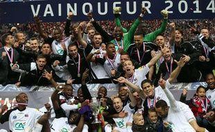 Les joueurs de l'En Avant Guingamp fêtent leur victoire en finale de Coupe de France, contre Rennes, le 03 mai 2014.