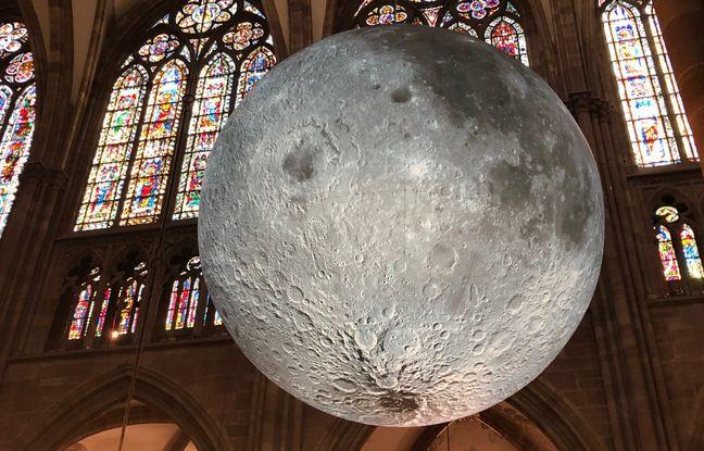 L'œuvreMuseum of the Moon, de Luke Jerram. Industrie Magnifique. Cathédrale de Strasbourg le 1er juin 2021.