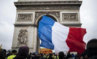"""Des """"gilets jaunes"""" à Paris le 12 janvier, lors de l'acte 9 des manifestations."""
