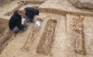 Des squelettes de soldats de la Grande Armée de Napoléon ont été mis au jour sur un chantier à Francfort, en septembre 2015. AFP PHOTO / DANIEL ROLAND