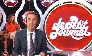 Le présentateur Yann Barthès dans le Petit Journal de Canal Plus du lundi 29 août 2011.