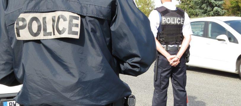 Lors d'un contrôle de police, mardi 11 octobre, ici à Toulouse.