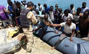 170 migrants ont été secourus au large de Tripoli par les gardes-côtes libyens, le 6 mai 2017.