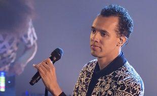 Le chanteur, rappeur, auteur-compositeur-interprète et écrivain franco-rwandais Gaël Faye en concert au Trianon, en avril 2017.