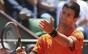 Novak Djokovic bousculé par Andy Murray en demi-finale de Roland-Garros, le 6 juin 2015.