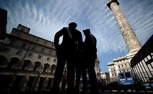 Des carabiniers italiens, le 29 avril 2013, à Rome.