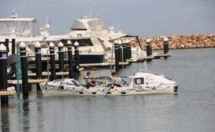Deux jeunes rameuses françaises, Laurence De Rancourt, 27 ans, et Laurence Grand-Clément, 33 ans, ont battu jeudi le record de la traversée en binôme de l'océan Indien, reliant la côte Ouest de l'Australie à l'île Maurice (3100 miles nautiques/5800 km) en 84 jours.