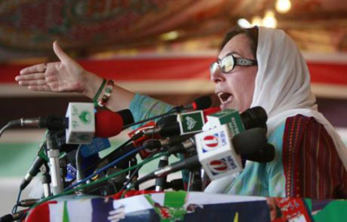 Pakistani opposition leader Benazir Bhutto speaks during an election rally in Peshawar December 26, 2007. REUTERS/Mian Khursheed (PAKISTAN) – REUTERS/Mian Khursheed