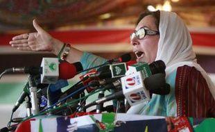 Pakistani opposition leader Benazir Bhutto speaks during an election rally in Peshawar December 26, 2007. REUTERS/Mian Khursheed (PAKISTAN)