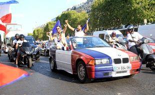 Dans la nuit du 10 au 11 juillet 2018, plusieurs centaines de milliers de personnes s'étaient rassemblées sur les Champs-Elysées après la victoire de la France en demi-finale  de la Coupe du monde contre la Belgique.