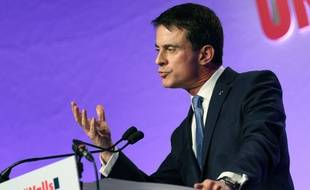 Manuel Valls à Tournefeuille dans la banlieue de Toulouse, le 14 janvier 2016...