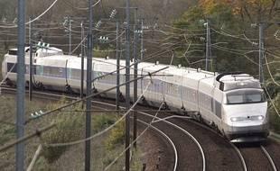 Un TGV circulant entre Nantes et Angers.