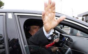 Le Consortium de réalisation (CDR), qui avait soldé le passif entre le Crédit Lyonnais et Bernard Tapie à propos de la vente d'Adidas, envisage un recours contre l'arbitrage l'ayant condamné à verser 400 millions d'euros à l'homme d'affaires, a-t-on appris mardi de source proche du dossier.